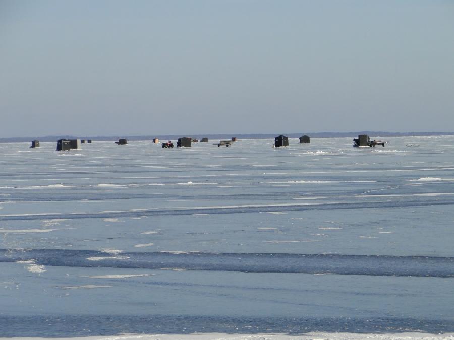 Ice fishing lake winnibigoshish mn ice house rentals for Ice fishing reports mn